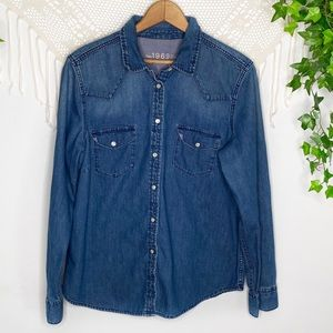 1969 GAP Denim Blue Jean Shirt With Pearl Snaps